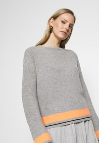 Cartoon - Jumper - grey/orange - 3