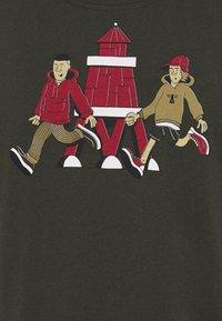Barbour Beacon - PARKYART TEE - Print T-shirt - forest - 2