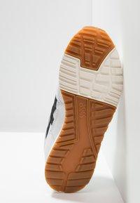 ASICS - GELSAGA - Zapatillas - white/black - 4