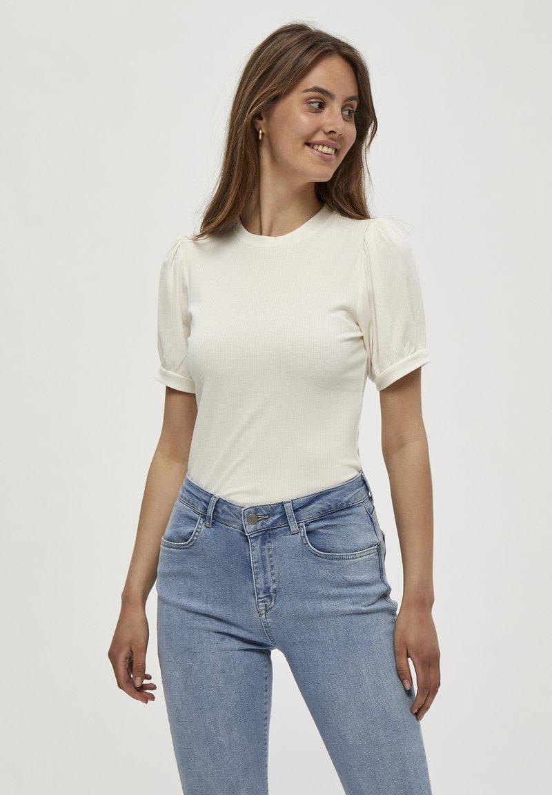 Minus - JOHANNA  - T-shirt basic - cloud dancer