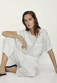 Massimo Dutti - MIT TASCHE  - T-shirt basique - white - 2