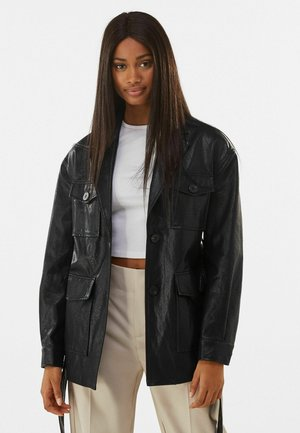 MIT GÜRTEL - Faux leather jacket - black