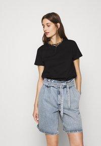 Mavi - BASIC SHORT SLEEVE TOP - Basic T-shirt - black - 0