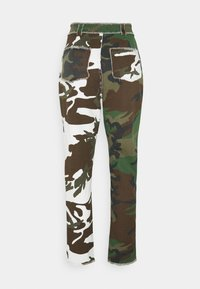 Missguided - CONTRAST CAMO PANEL STRAIGHT LEG TROUSER - Trousers - khaki - 1