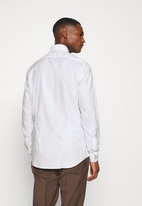 Calvin Klein Tailored - CONTRAST PRINT SLIM SHIRT - Formal shirt - white - 2