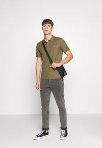 Calvin Klein - REFINED LOGO SLIM - Polo - green - 1
