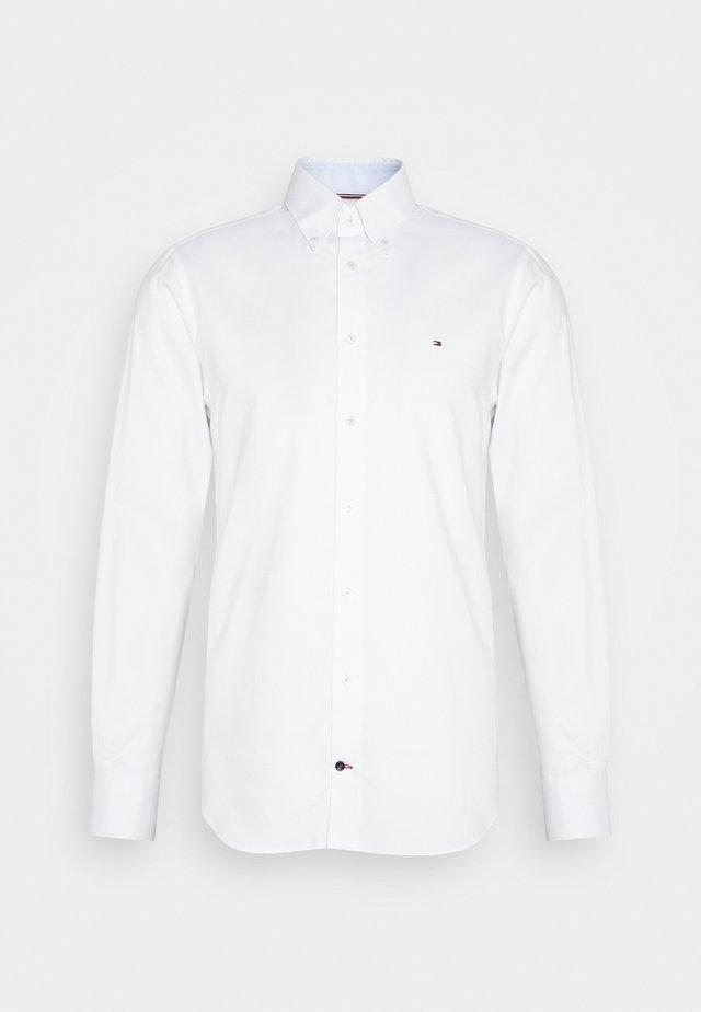 OXFORD BUTTON DOWN SLIM SHIRT - Zakelijk overhemd - white