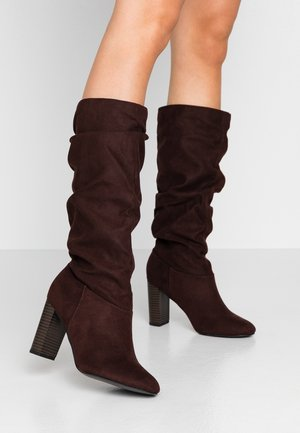 WIDE FIT KISS 70S LONG BOOT - High heeled boots - choc