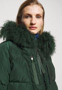 MAX&Co. - MUGHETTO - Kabát zprachového peří - green - 4