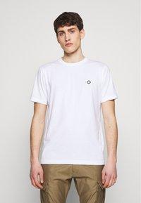 Ma.strum - ICON TEE - Basic T-shirt - optic white - 0