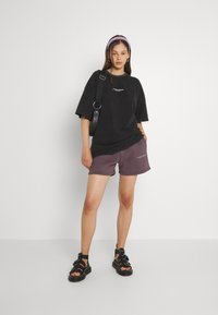 WRSTBHVR - WIDE SHUT WOMEN - T-shirt imprimé - vintage black - 1