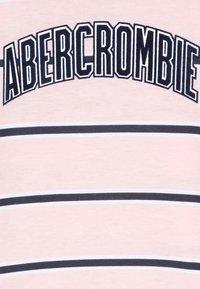 Abercrombie & Fitch - LOGO PATTERN CREW - Langærmede T-shirts - pink - 4