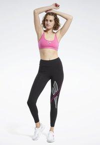 Reebok Classic - CLASSIC SMALL LOGO LOW-IMPACT BRA - Sports bra - pink - 1