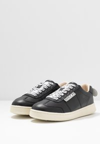 MOA - Master of Arts - Trainers - gallery black/white - 4