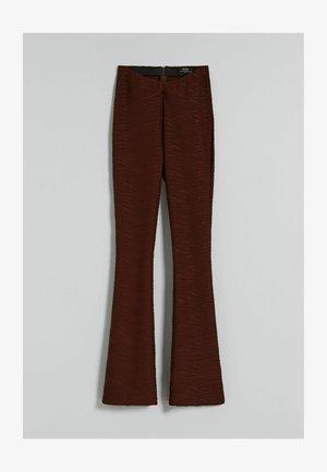 MIT JACQUARDMUSTER  - Broek - brown