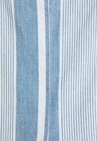 Vero Moda - VMAKELA FLOUN SINGLET - Top - light blue denim/white - 2