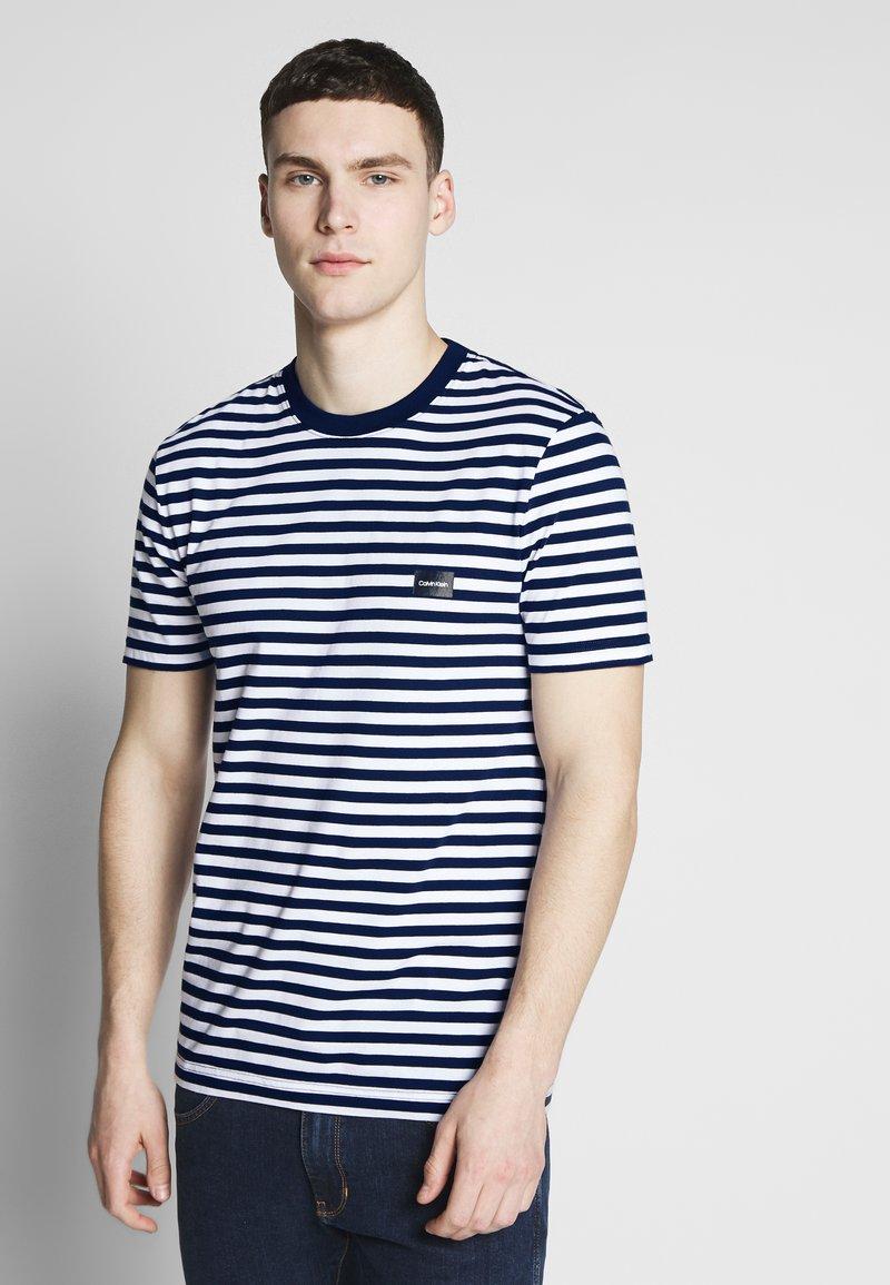 Calvin Klein - STRIPE CHEST LOGO  - Print T-shirt - blue