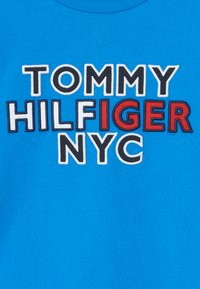 Tommy Hilfiger - GRAPHIC TEE  - T-shirt print - blue - 3