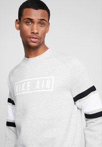 Nike Sportswear - AIR CREW  - Sweatshirts - grey heather/white/black - 3