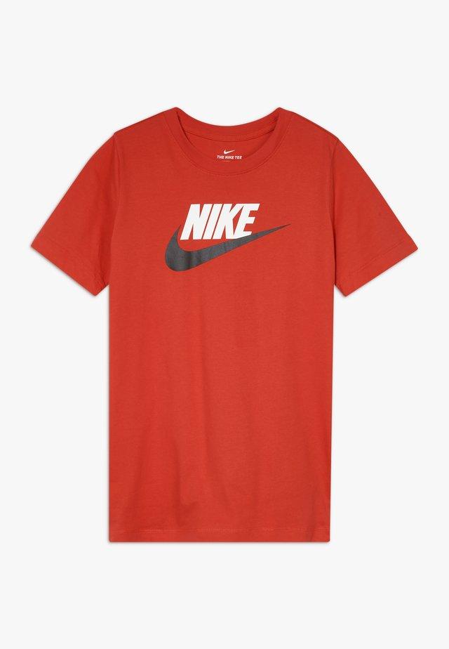 FUTURA ICON - T-shirts med print - university red/black