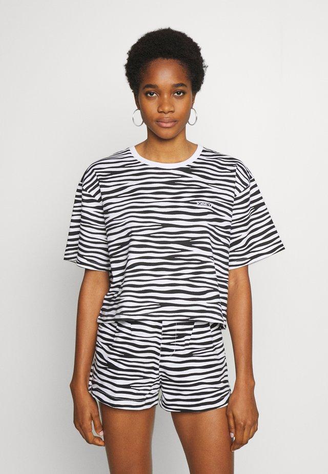 FEISTY TEE - Print T-shirt - white