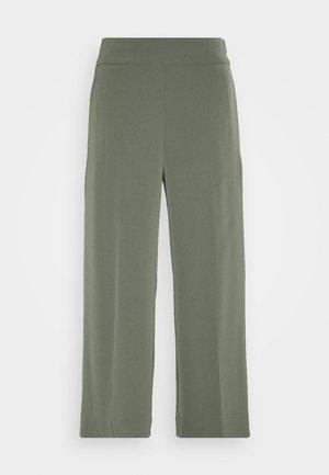 ZHEN CULOTTE - Trousers - beetle green