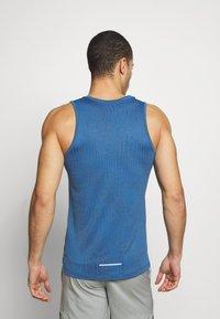 Nike Performance - MILER JAQUARD  - Sports shirt - dark smoke grey/reflective silver - 2