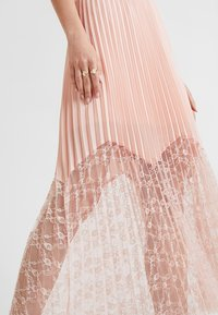 Guess - LINDA SKIRT - Pleated skirt - pale sand - 4