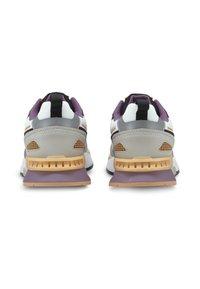 Puma - MIRAGE MOX TECH VEGAN UNISEX - Sneakers laag - white gray violet - 3