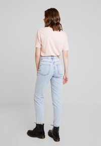 Gina Tricot - DAGNY HIGHWAIST - Jeans relaxed fit - light blue snow - 2