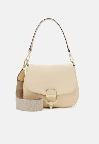 SCHULTERTASCHE TEMI MEDIUM - Handbag - sweet beige