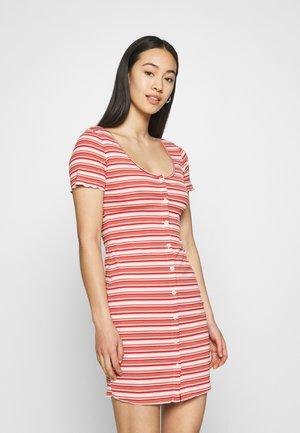 MAYA BUTTON THROUGH MINI DRESS WITH SCOOP NECKLINE - Shift dress - red