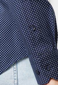 Tommy Hilfiger Tailored - PRINT CLASSIC SLIM - Shirt - blue - 6
