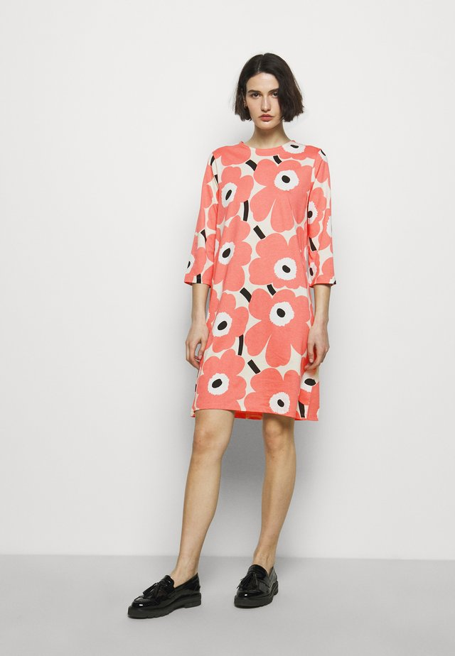 CLASSICS KAUNEUS UNIKKO DRESS - Jersey dress - beige/rose/black