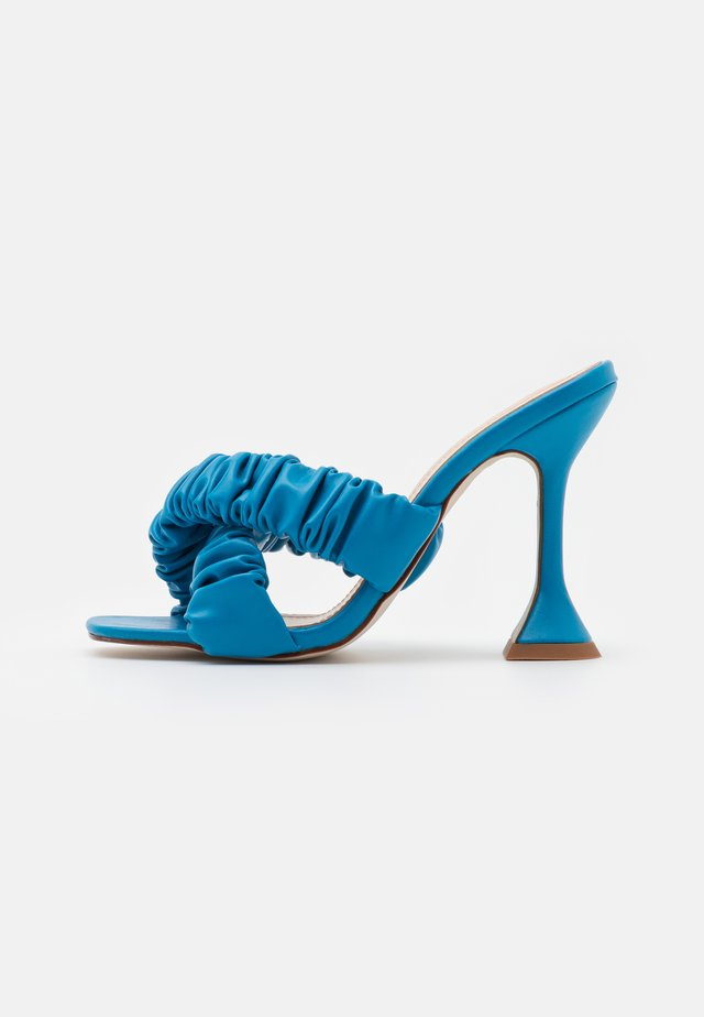 LYANNA - Pantofle na podpatku - blue