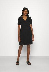 Vila - VITAMARA SHORT BRODERI DRESS - Denní šaty - black - 0
