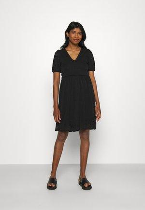 VITAMARA SHORT BRODERI DRESS - Korte jurk - black