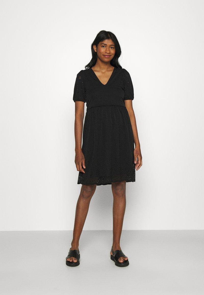 Vila - VITAMARA SHORT BRODERI DRESS - Denní šaty - black