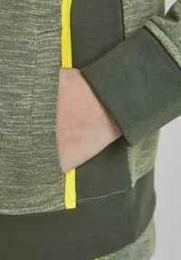 Jack & Jones Junior - Zip-up sweatshirt - oil green - 5
