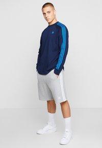 adidas Originals - 3 STRIPES UNISEX - Long sleeved top - collegiate navy/bluebird - 1