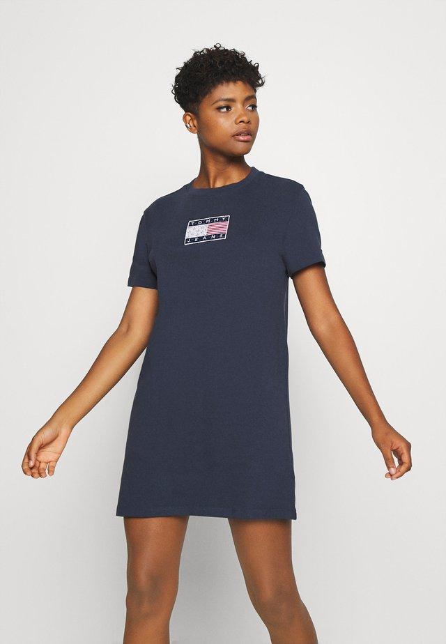 LOGO TEE DRESS - Vestido de deporte - twilight navy