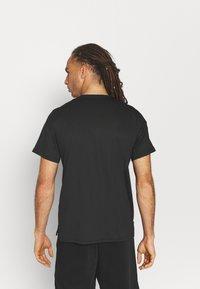 Nike Performance - DRY - T-shirt con stampa - black - 2