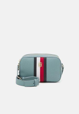 ESSENCE CAMERA BAG CORP - Across body bag - blue