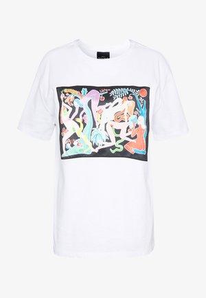 DESIGNED BY MIRANDA MAKAROFF - Camiseta estampada - blanco