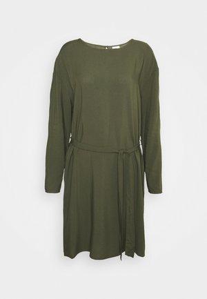 VISAY TIE BELT DRESS - Robe d'été - forest night