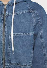 BDG Urban Outfitters - LEA PATCH POCKET CROP JACKET - Denim jacket - dark vintage - 4
