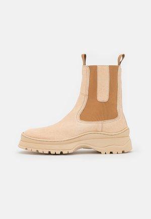 THYRA - Kotníkové boty - creme
