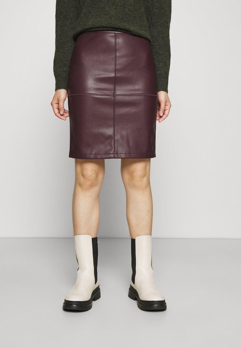 VILA PETITE - VIPEN NEW COATED SKIRT - Pencil skirt - winetasting
