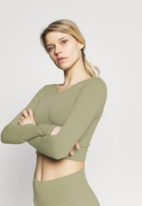 Cotton On Body - LIFESTYLE SEAMLESS OPEN BACK LONG SLEEVE  - Long sleeved top - oregano - 3