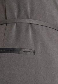 Who What Wear - TUXEDO WRAP DRESS - Cocktail dress / Party dress - slate - 5